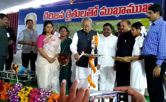 Governor Biswabhusan Harichandan Visits Amma Valasa Grama sabha At Vizianagaram - Sakshi