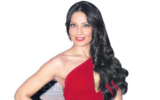 Bipasha Basu to make her web debut with Indian adaptation of UnReal - Sakshi
