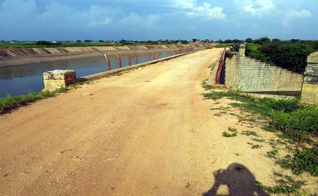 Nagarjuna Sagar Left Canal Become Dangerous In Nalgonda - Sakshi