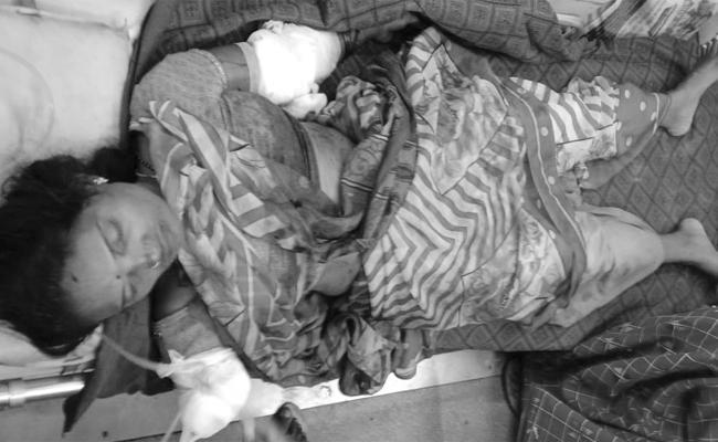 Husband Cuts Wife Hands in YSR Kadapa - Sakshi