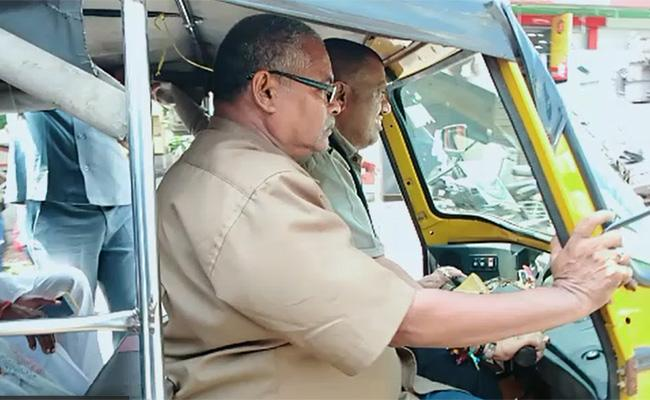 Minister Avanthi Srinivasa Rao Rides Auto in Visakhapatnam - Sakshi