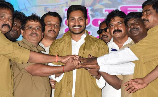 AP CM Ys Jagan Mohan Reddy Launched YSR Vahana Mitra At Eluru - Sakshi