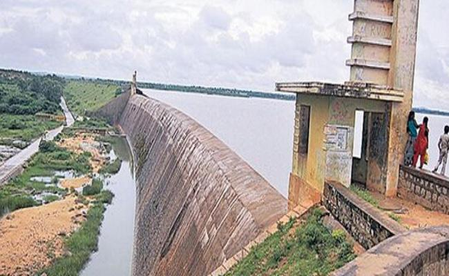 Karnataka Again Complaint To Centre Over Palamuru And Dindi - Sakshi