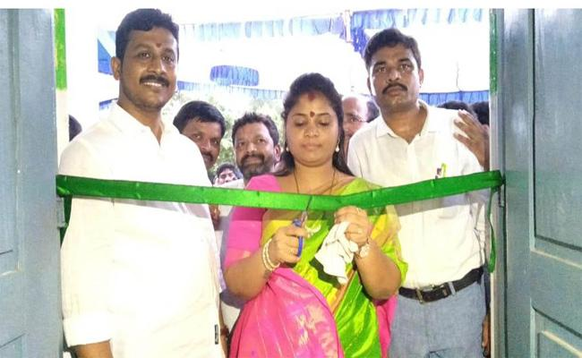 Pushpa Srivani Opens Grama Sachivalaya Building In Vizianagaram - Sakshi
