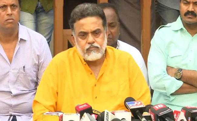Congress Leader Sanjay Nirupam Says They Will Lose All But 3 4 Seats In Mumbai - Sakshi