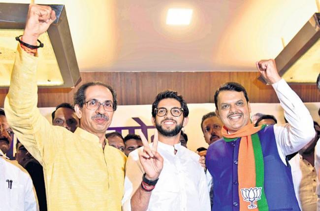 Devendra Fadnavis poorer than Aditya Thackeray - Sakshi