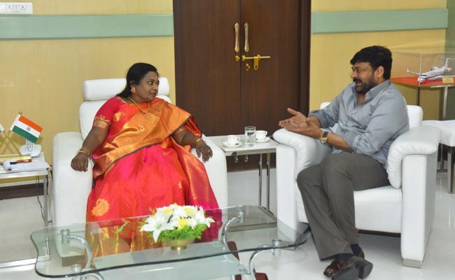 Chiranjeevi Meets Telangana Governor Tamilisai Soundararajan - Sakshi