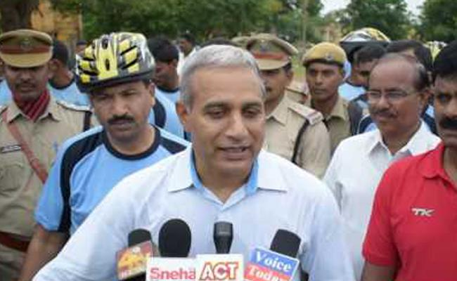 APIIC Vice Chairman Met With An Auto Accident In Cycle Rally - Sakshi