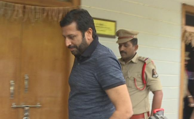 Former TV9 CEO Ravi Prakash detained Banjara Hills Police - Sakshi
