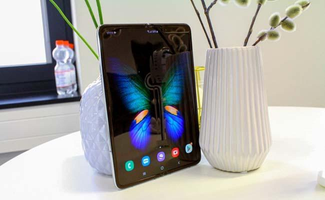 Record sale Samsung Galaxy Fold phonessold 30 mins in India - Sakshi