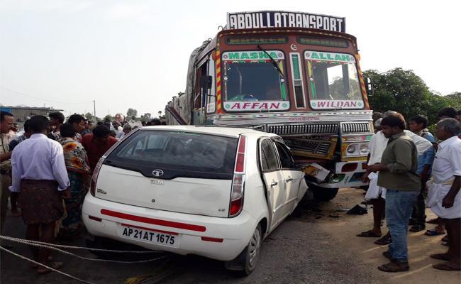 Four Dead in Car Accident YSR Kadapa - Sakshi