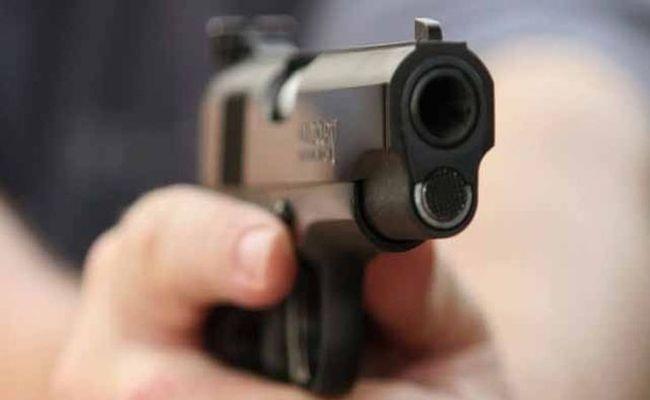 In Kansas City 4 Killed In Shooting At Bar  - Sakshi