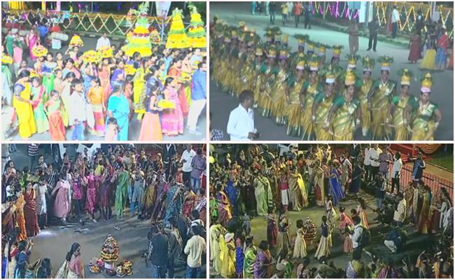 Telangana Women Celebrate Saddula Bathukamma In Grand Way - Sakshi