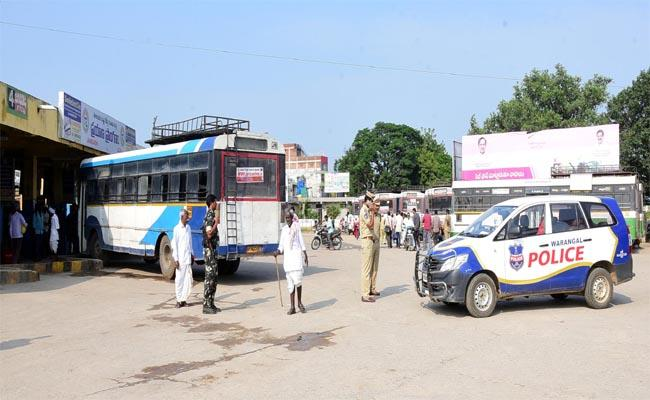 Officers Made Alternate Arrangements for Passengers due to the Strike at RTC - Sakshi