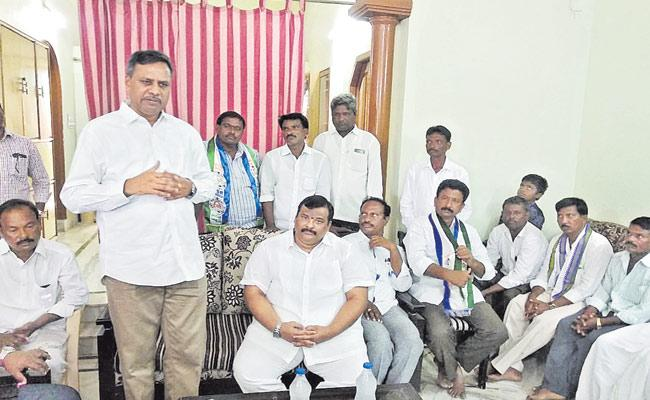 YSRCP Decided To Support TRS Candidate In Huzurnagar By Election - Sakshi