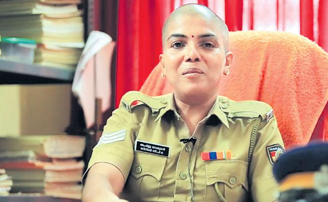 Women Senior Police Officer Donated Hair To A Cancer Patient - Sakshi