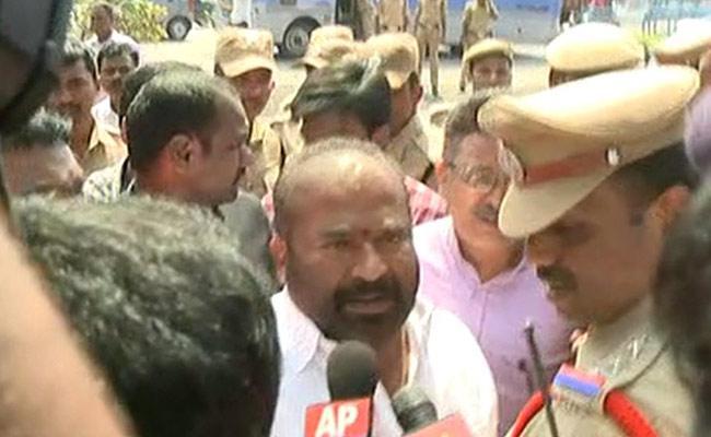 Police Arrest RTC Workers At Gunpark - Sakshi