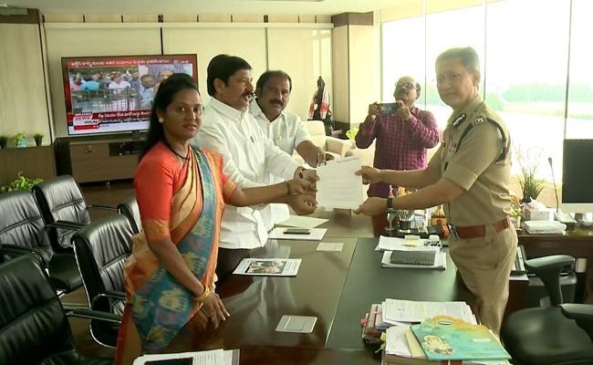 YSRCP MLAs Meets AP DGP Over TDP Posting On YS Jagan Family In Social Media - Sakshi