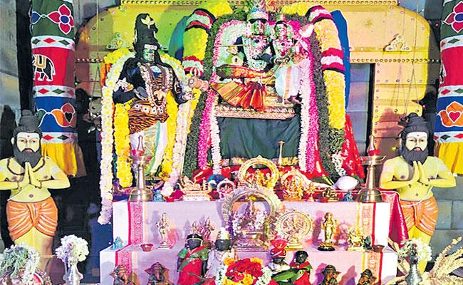 Chennai Business man Special prayers To  Navratri Utsav - Sakshi