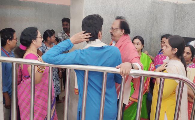 Krishnam Raju Intolerance in Vijayawada Durga Temple - Sakshi