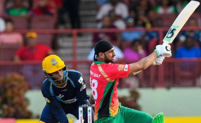 Malik Become The Fourth Batsman To Score 9000 T20 Runs - Sakshi