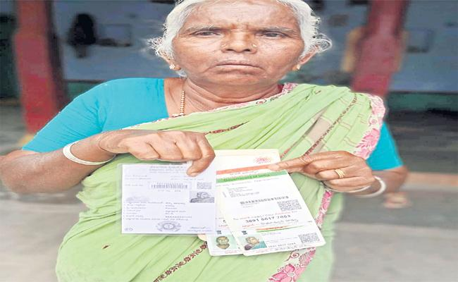 Tandur Woman Farmer Rythu Bandhu Money Was Deposited In Another Bank Account - Sakshi