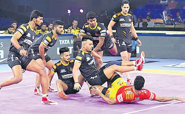 Gujarat Fortunegiants Beat Telugu Titans In PKL - Sakshi