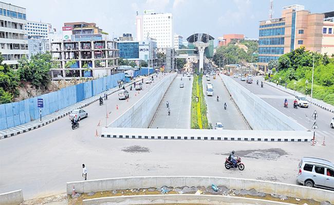 Hyderabadis Left The City For Dussehra Festival - Sakshi