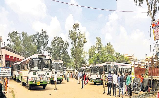 Parigi Officers Rode The Buses With Temporary Workers - Sakshi