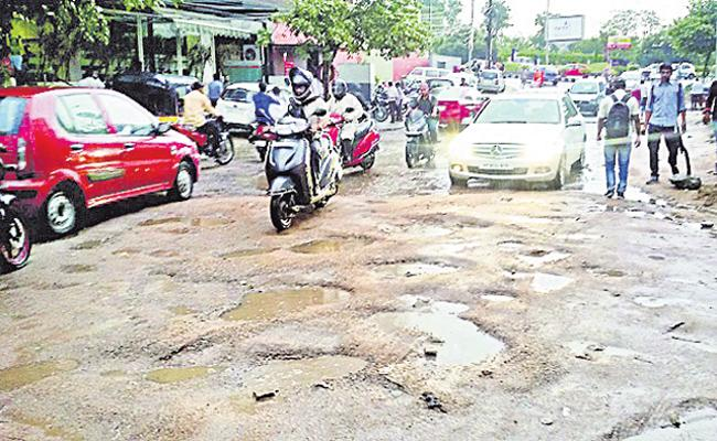 Traffic Disturbs Hyderabad City People - Sakshi