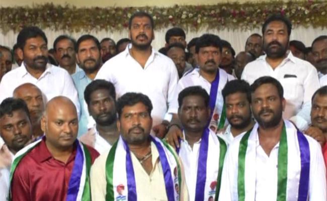 Nellore TDP Leader Kuvvarapu Balaji Joins YSR Congress Party - Sakshi