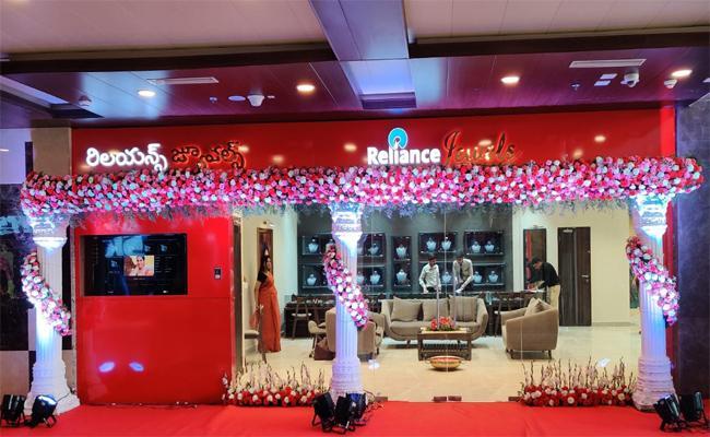 Reliance Jewels Started Fourth ShowRoom In Madinaguda Hyderabad - Sakshi