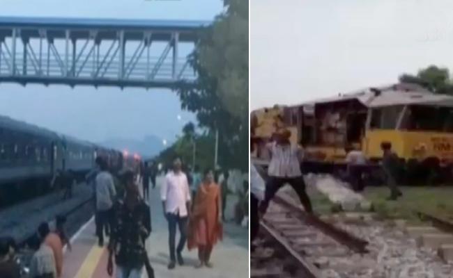 Several Trains Stalled Between Mahbubnagar And Hyderabad - Sakshi