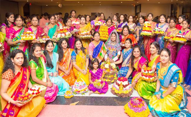 Batukamma And Dussehra Celebrations Made By American Telugu Association In Chicago - Sakshi