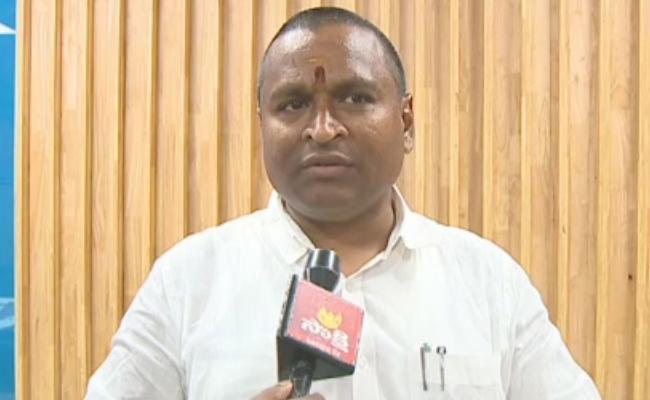 Minister Vellampalli Srinivas Say Priest Salary Will Increase 25 Percent - Sakshi