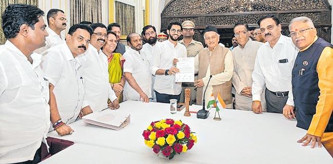 Sanjay Raut meets Sharad Pawar amid tussle on govt formation - Sakshi