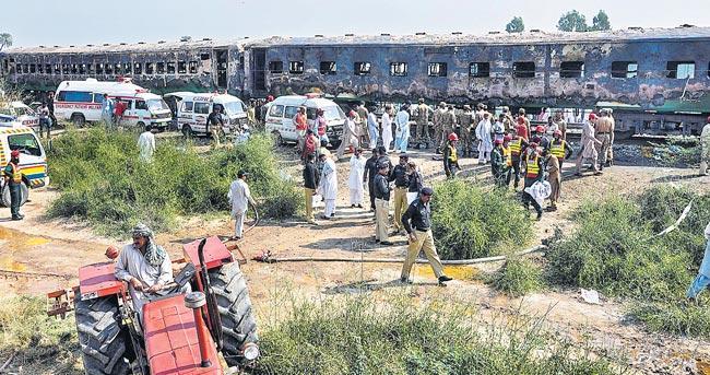 74 killed on moving Tezgam Express - Sakshi