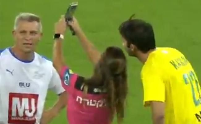 Referee Gives Yellow Cards Kaka Just To Take A Selfie - Sakshi