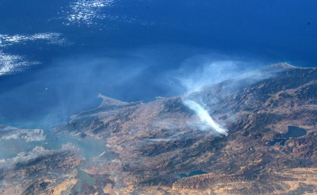 Astronaut Shares California Wildfires Photos From Space - Sakshi