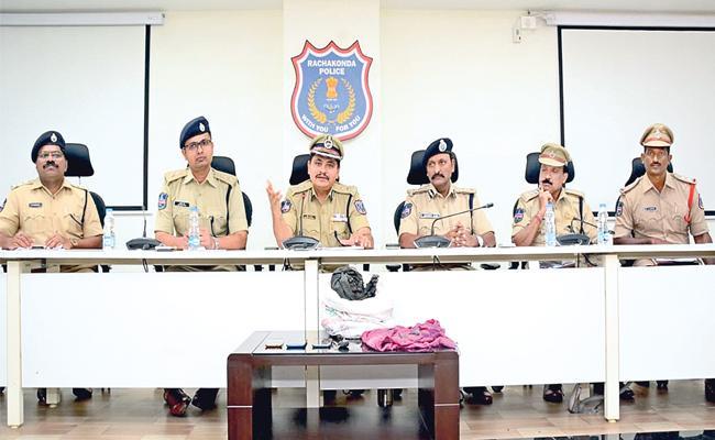 Rachakonda CP Mahesh Bhagwat Press Meet Over HayathNagar Murder Case - Sakshi