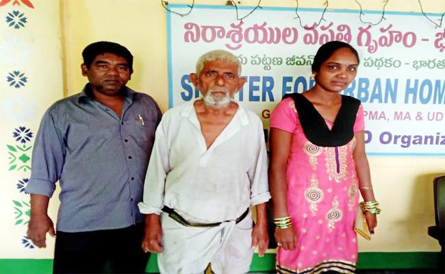 Daughter in law Leave Uncle in Orphanages house in Visakhapatnam - Sakshi