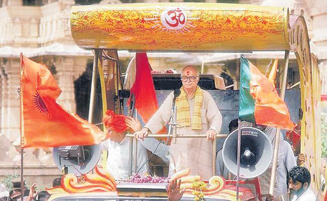 Advani who led Ram Rath Yatra - Sakshi