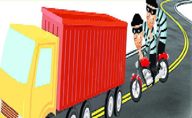 Robberies On National Highways - Sakshi