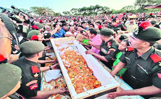 Soldier Rahul Bairu Sulagekar Funerals In Belagavi Karnataka - Sakshi