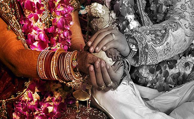 Government Encouraging Intercaste Marriages In Adilabad - Sakshi