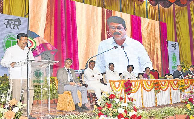 Dharmendra Pradhan Comments On Visakha Steel Plant  - Sakshi