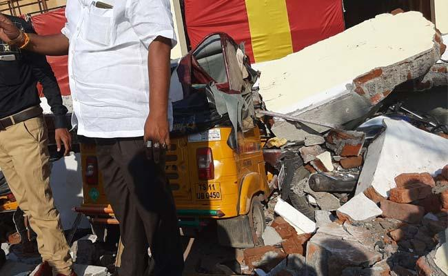 Amberpet: Wall of marriage hall collapses, two dead - Sakshi