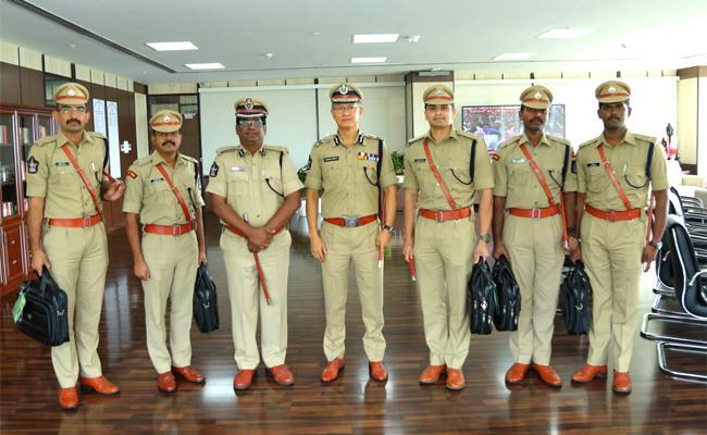 Andhra Pradesh cadre IPS officers Met DGP Gautam Sawang - Sakshi