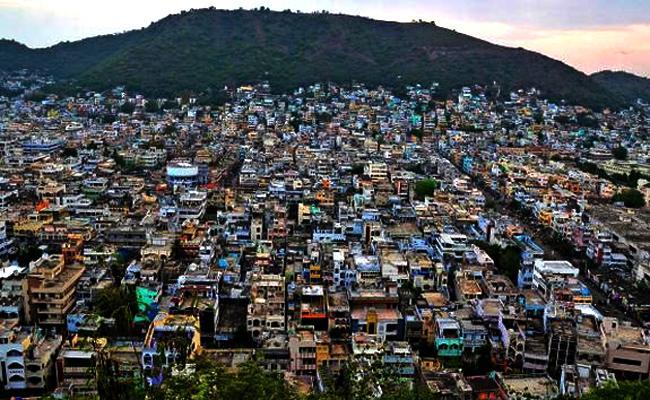 Minor Gangs Hulchul in Vijayawada Outskirts - Sakshi