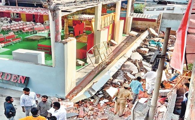 Four Dead After A Wall Collapses At Function Hall In Amberpet - Sakshi